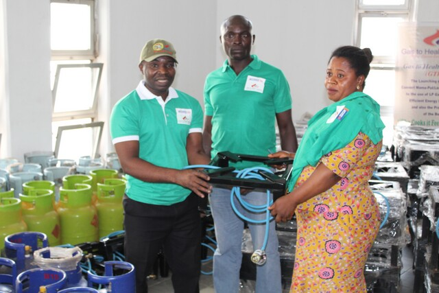 GTHI donating gas cookers and cylinders